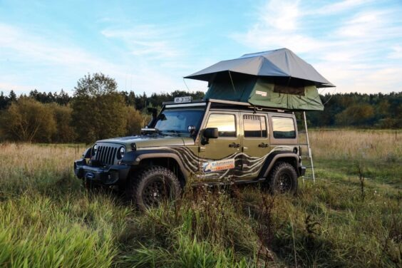 rooftent with awning rooflodge